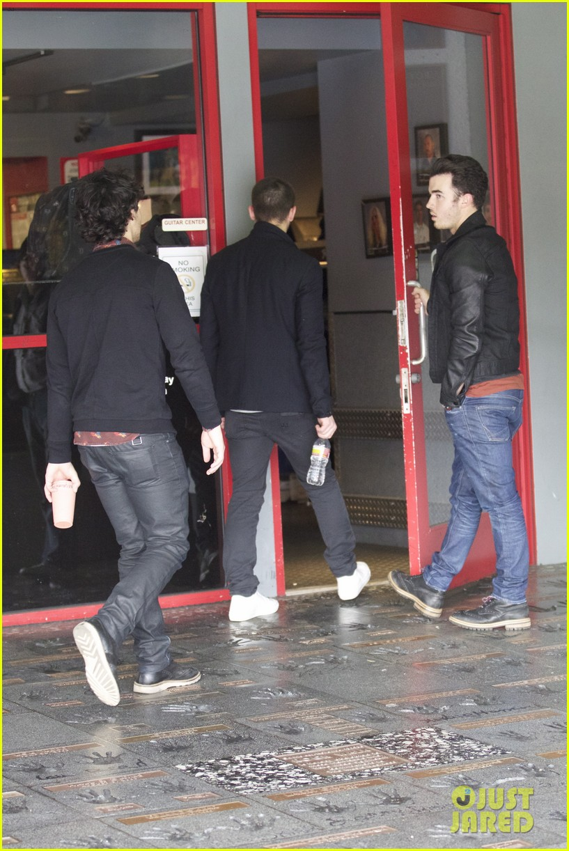 jonas brothers guitar center 05