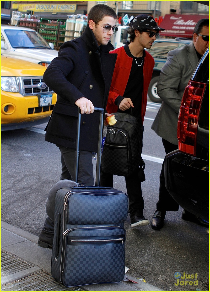 nick joe jonas off to airport 06
