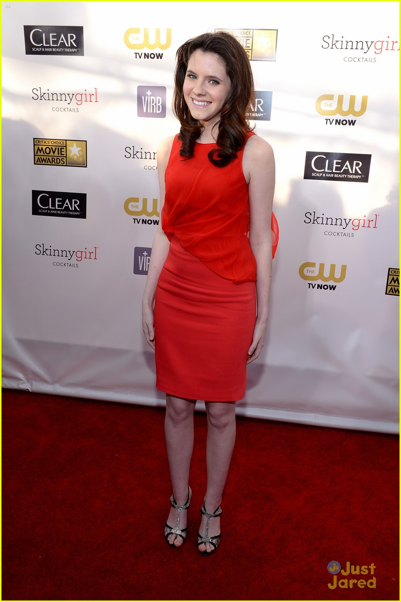 kara hayward golden globes 01