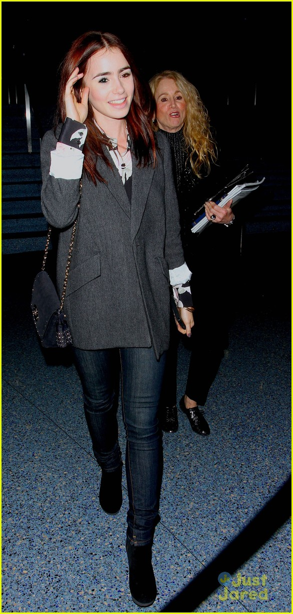 lily collins convention center 04