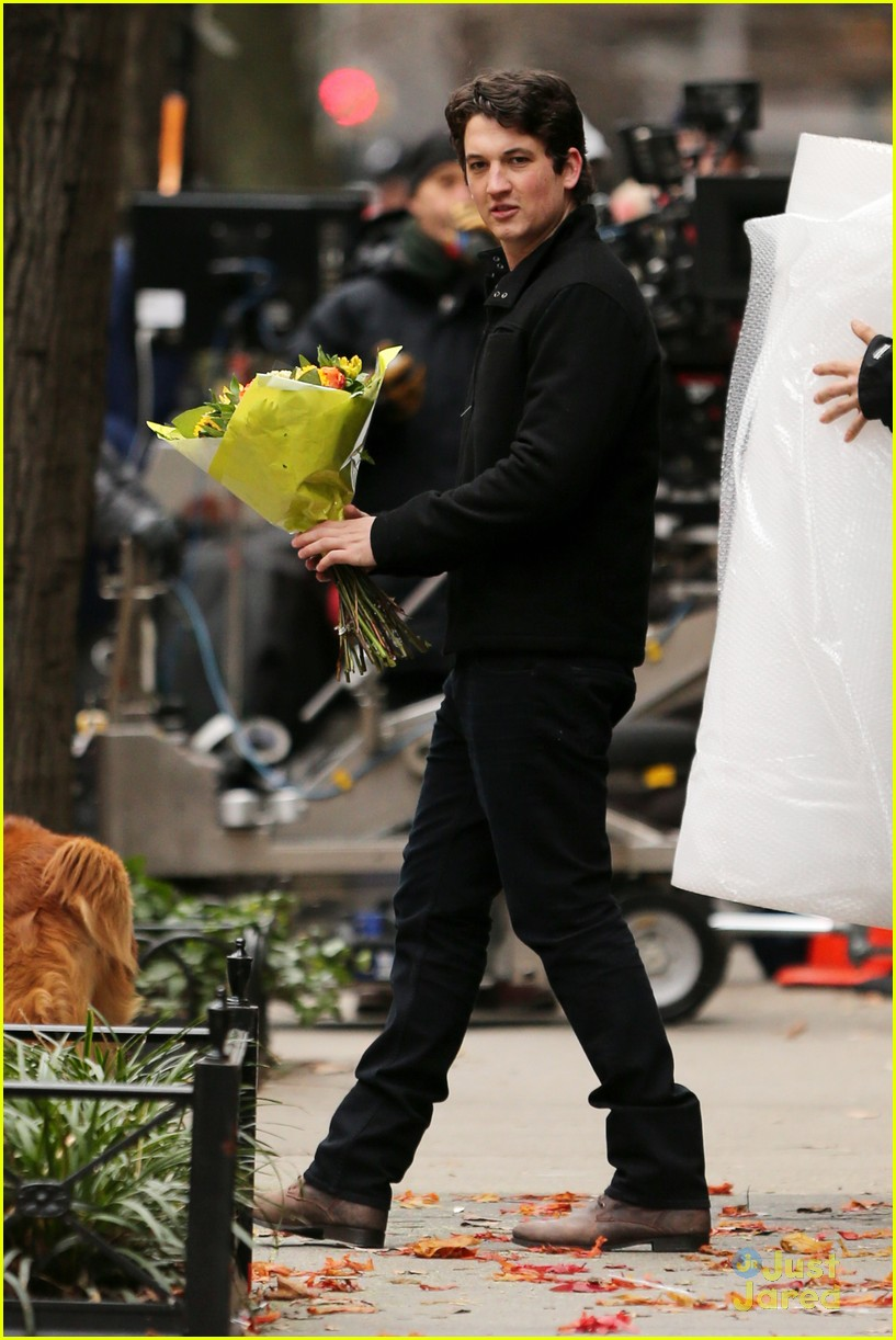 Miles Teller Flowers For Mackenzie Davis Photo 521224