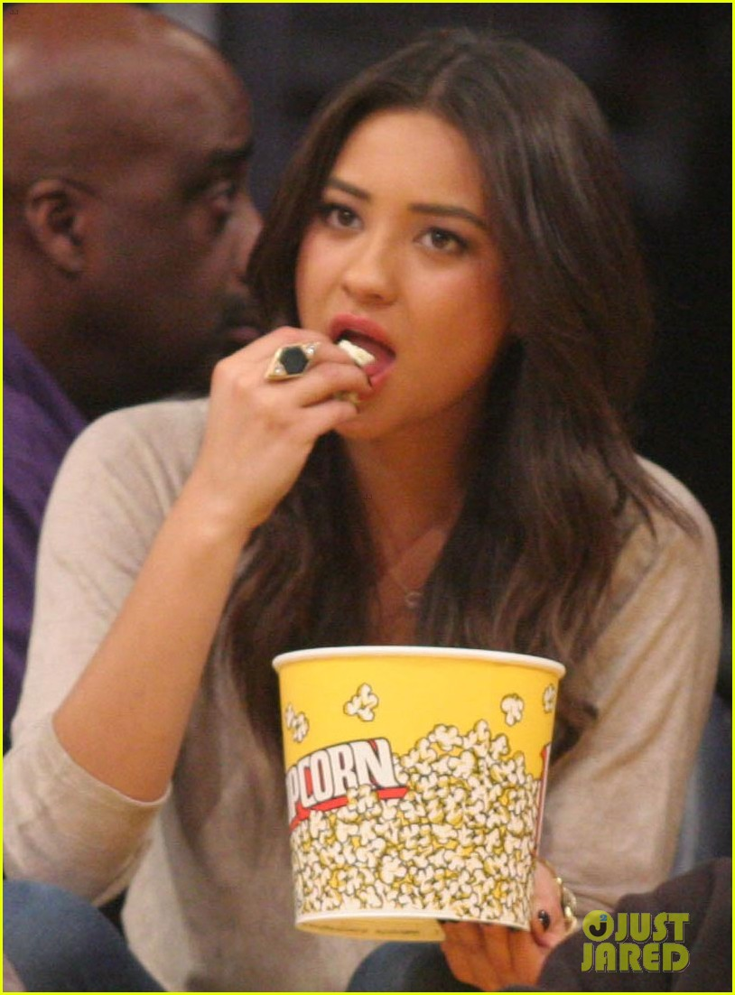 shay mitchell troian bellisario lakers game girls 06