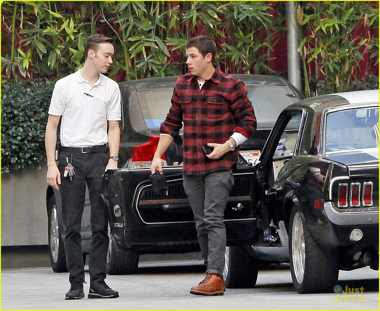 nick jonas plaid meetings 08