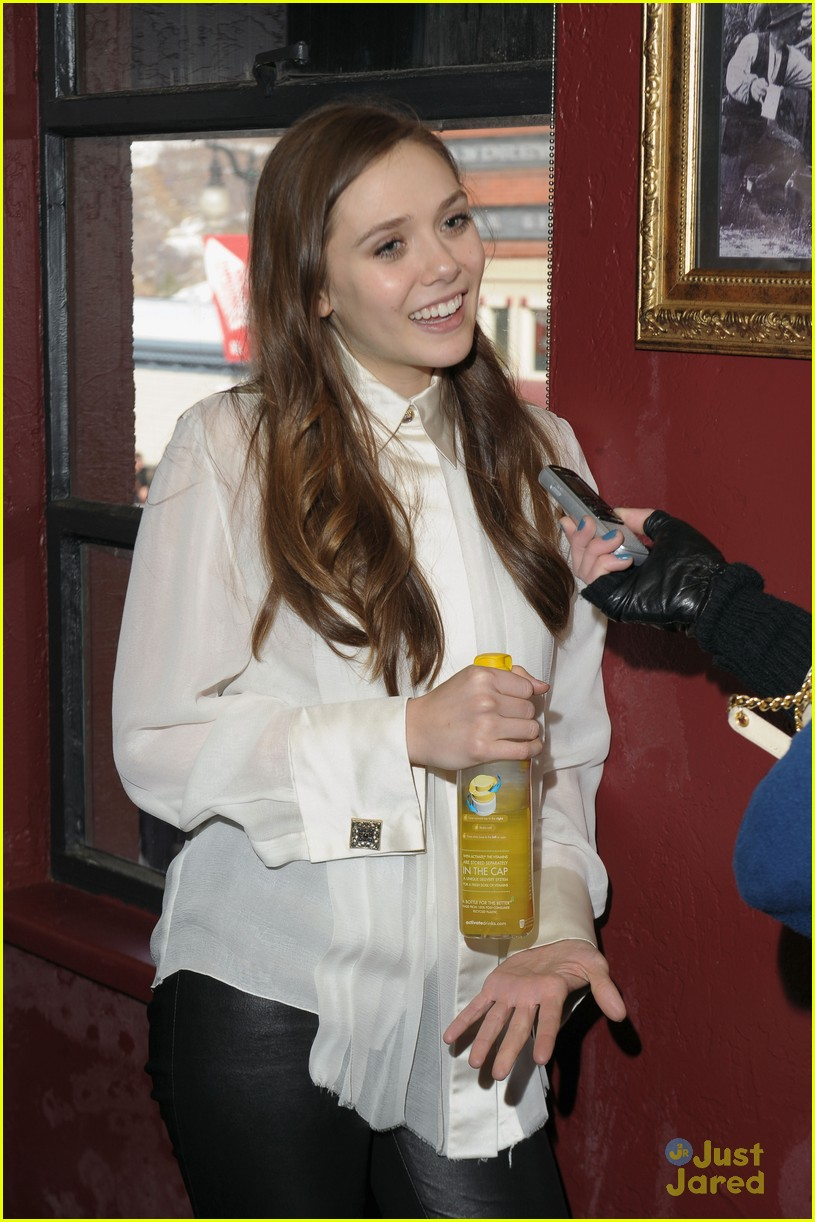 elizabeth olsen dakota fanning vgg interviews 08