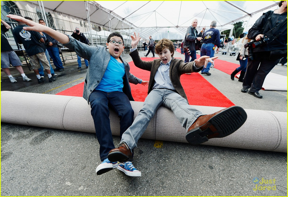 rico rodriguez nolan gould red carpet roll out sag 03