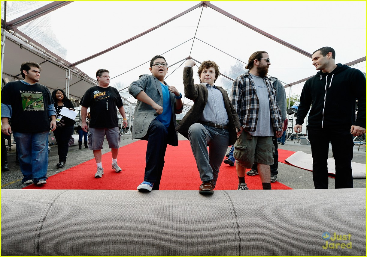 rico rodriguez nolan gould red carpet roll out sag 08