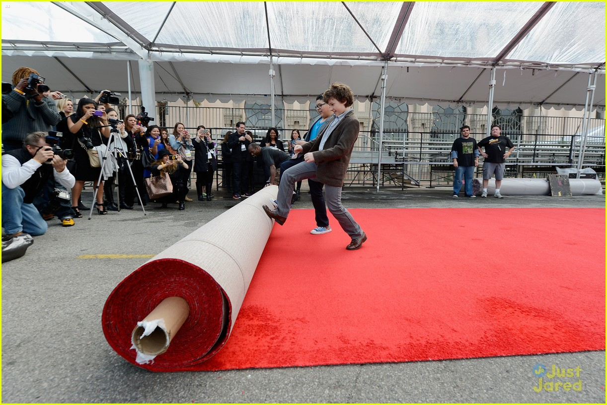 rico rodriguez nolan gould red carpet roll out sag 09