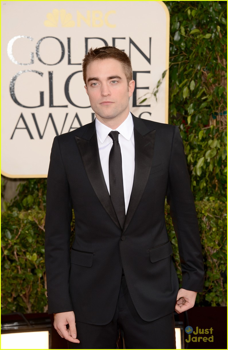robert pattinson golden globes 07