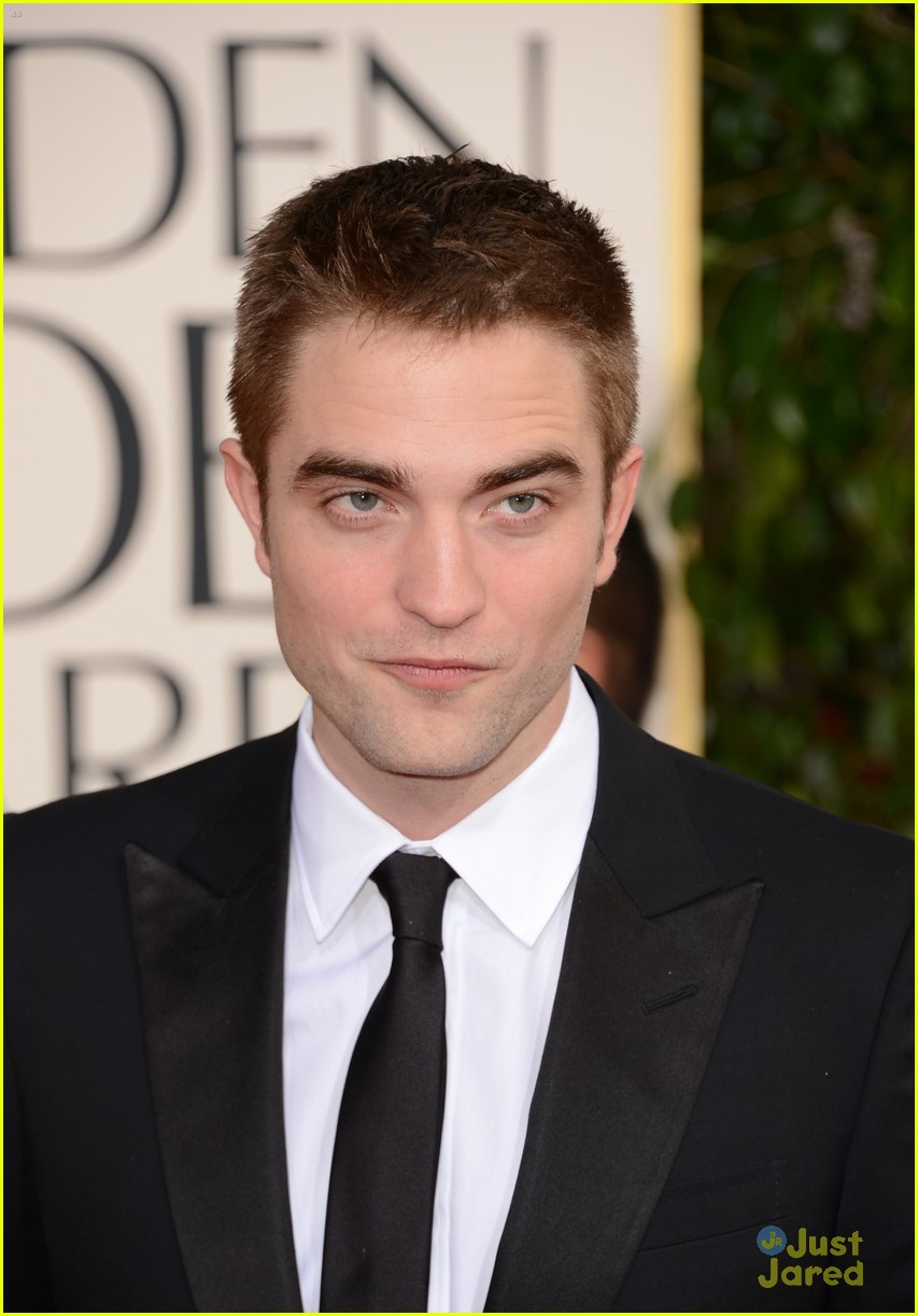 robert pattinson golden globes 08
