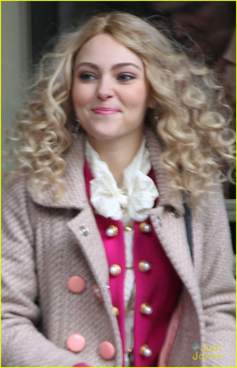 annasophia robb polka dot tights 02