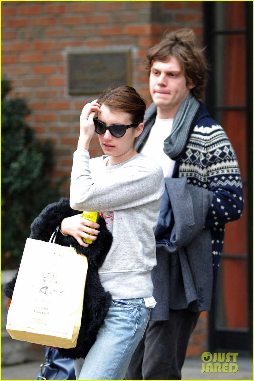 emma roberts evan peters nyc couple 01