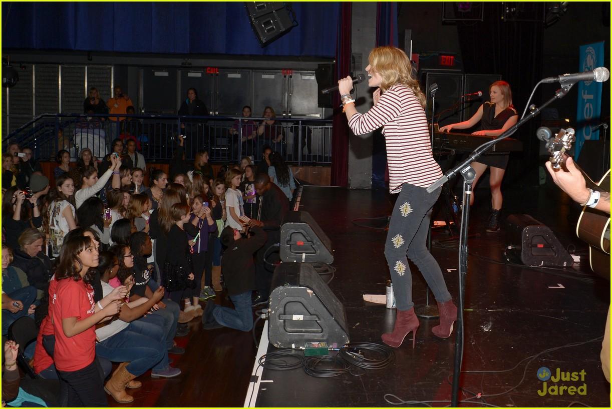 selena gomez unicef concert pics 24