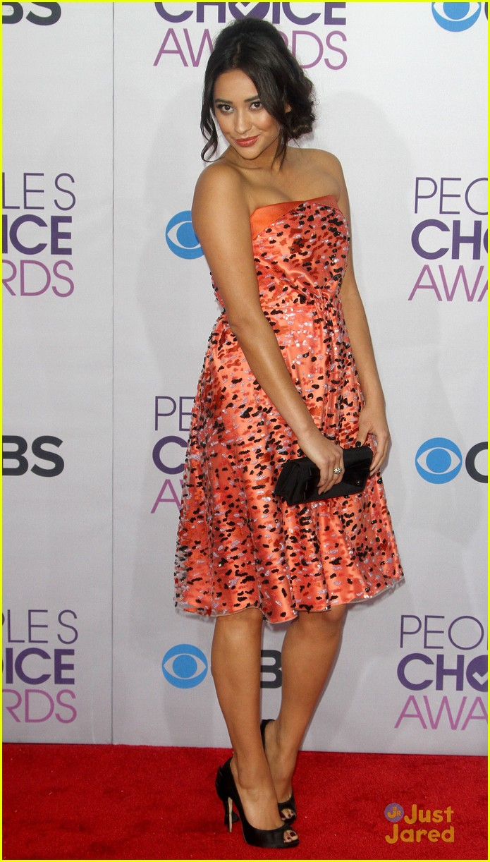 shay mitchell pcas 2013 08