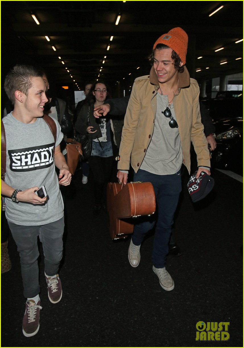 harry styles heathrow arrival 02