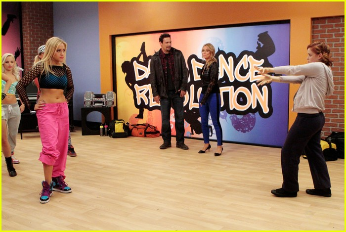 suburgatory black thai stills 04