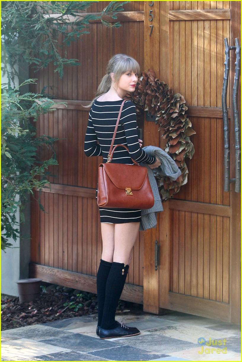 taylor swift stripes sweater 04