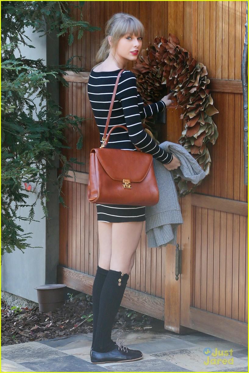 taylor swift stripes sweater 06