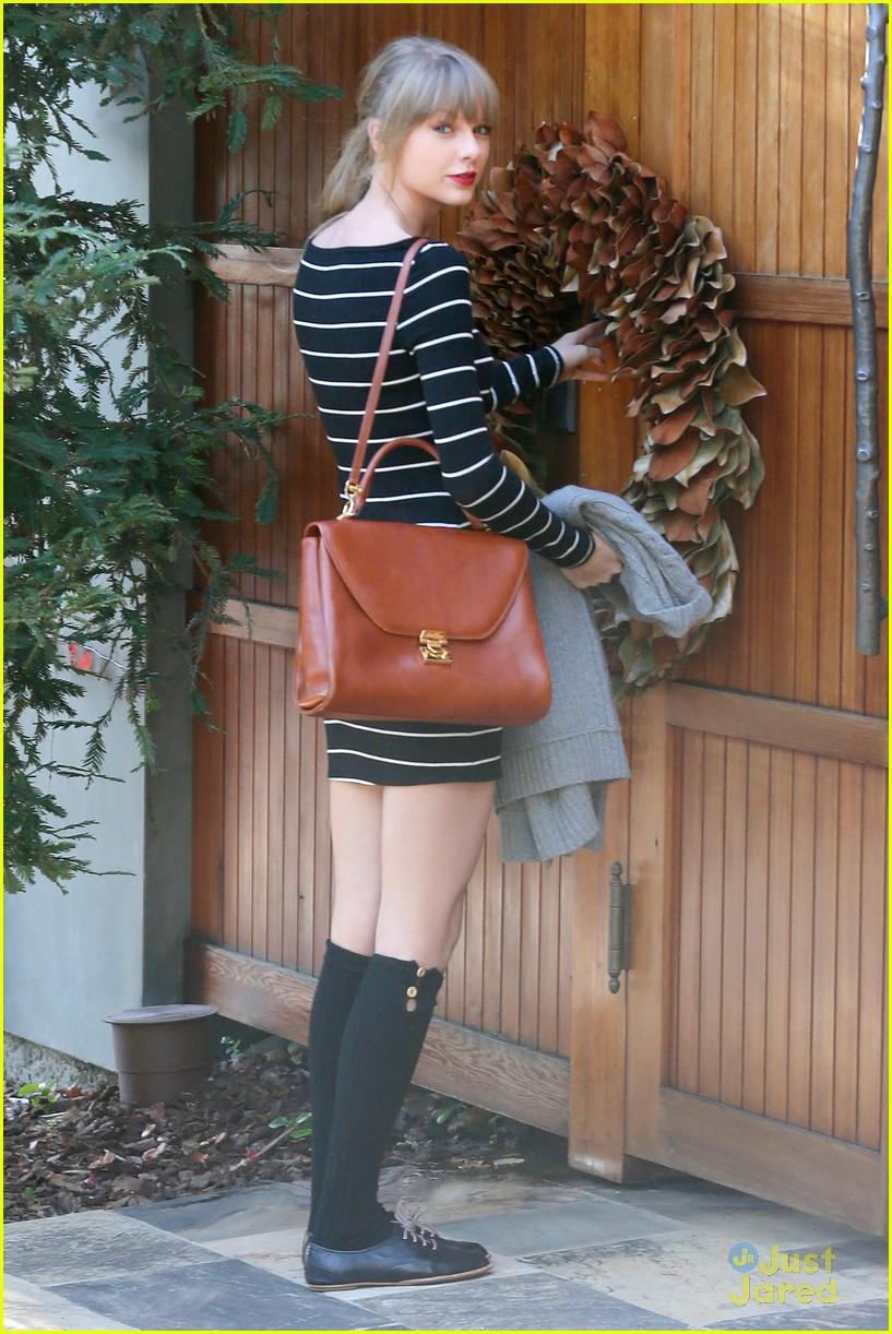 taylor swift stripes sweater 08