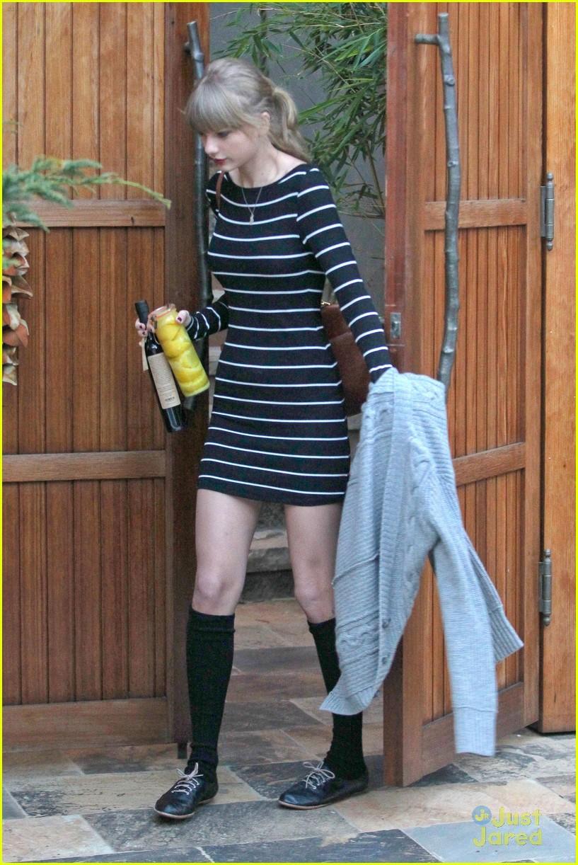 taylor swift stripes sweater 11