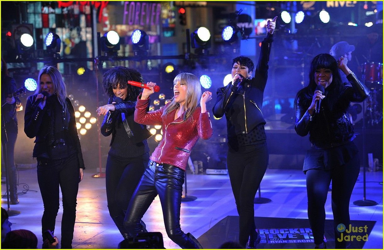 taylor swift new years eve 2013 performance times square 05