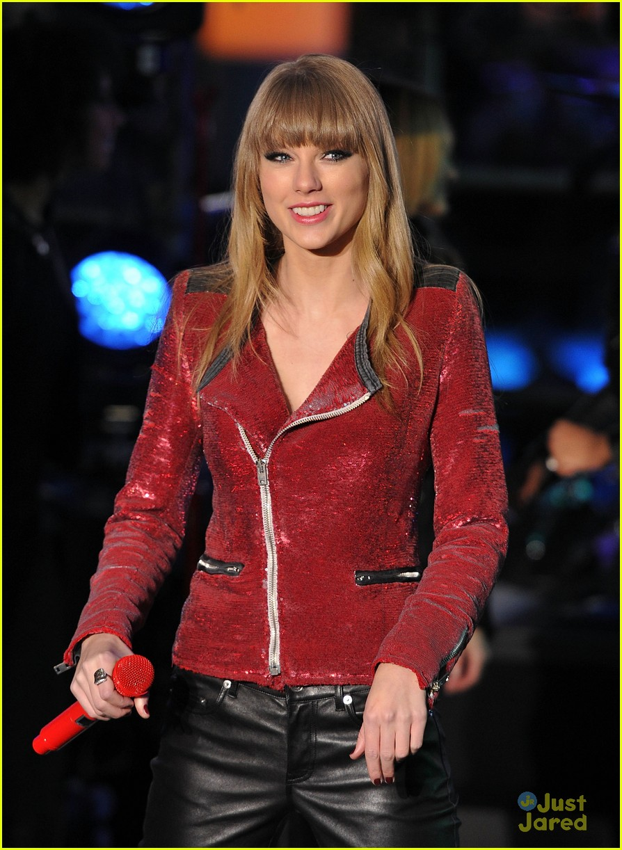 taylor swift new years eve 2013 performance times square 07