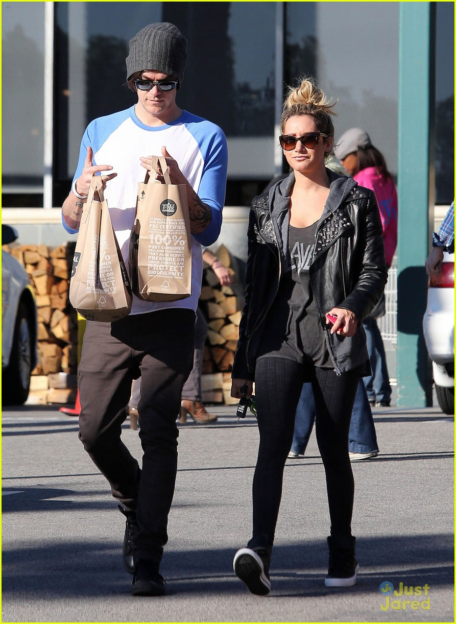 ashley tisdale chris french whole foods 01