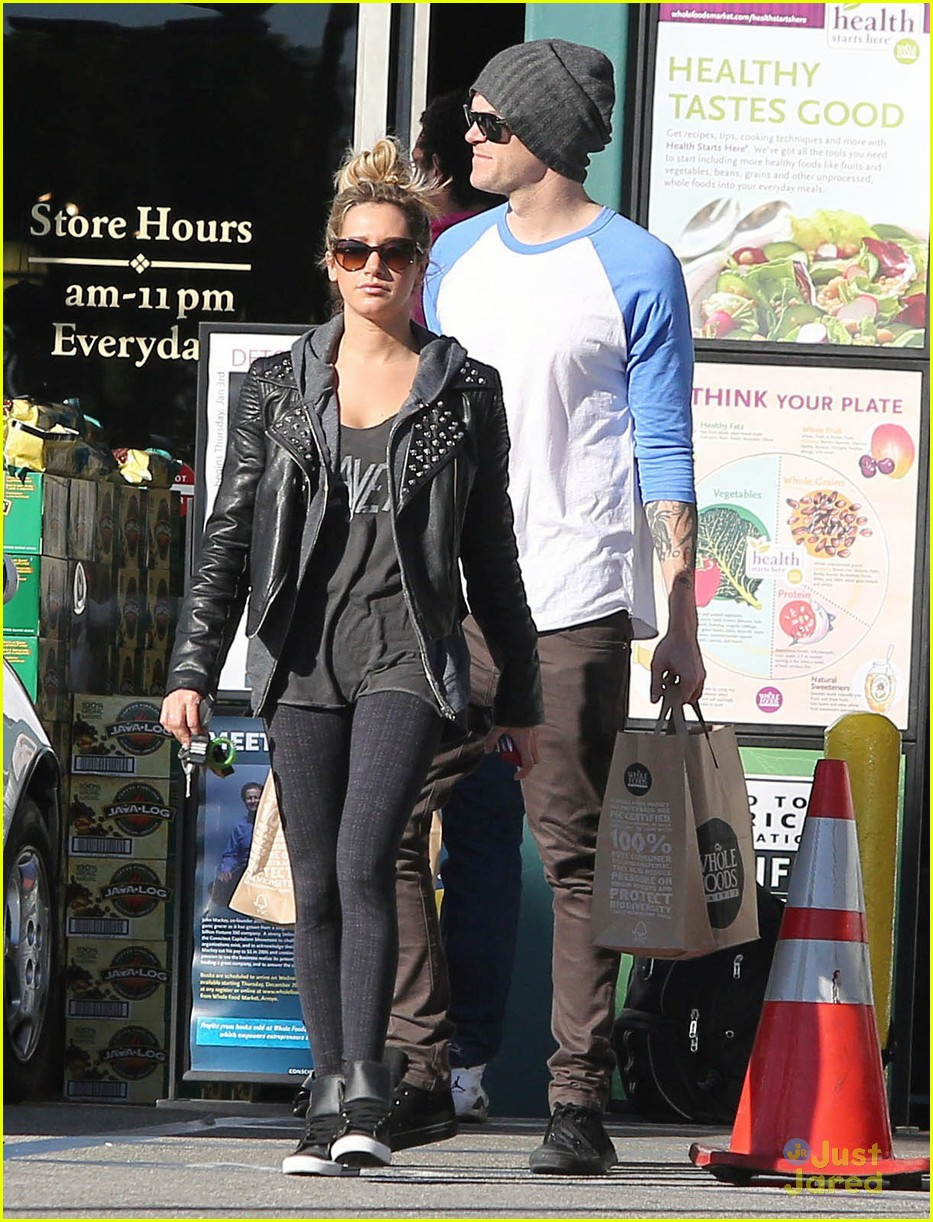 ashley tisdale chris french whole foods 05