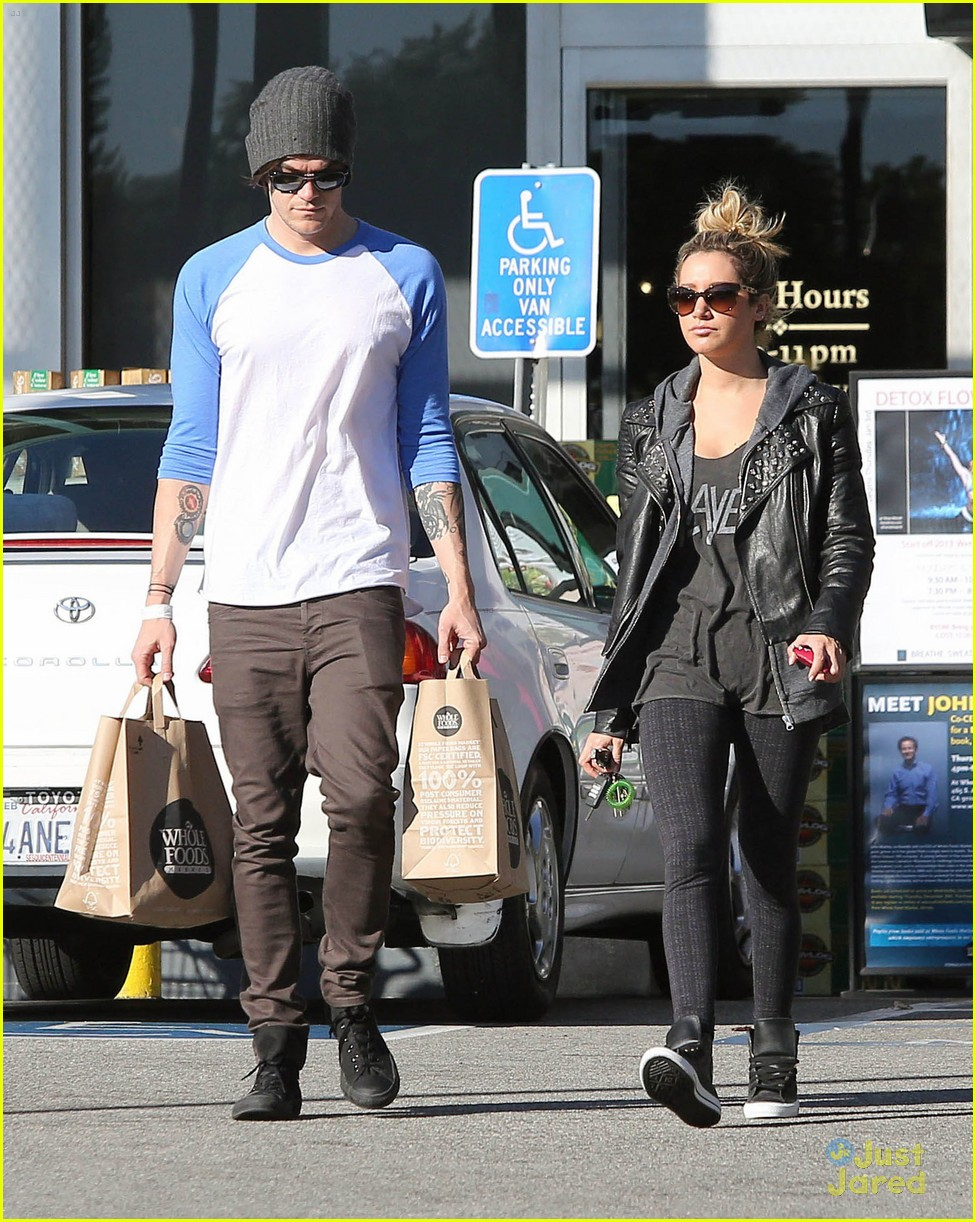 ashley tisdale chris french whole foods 06