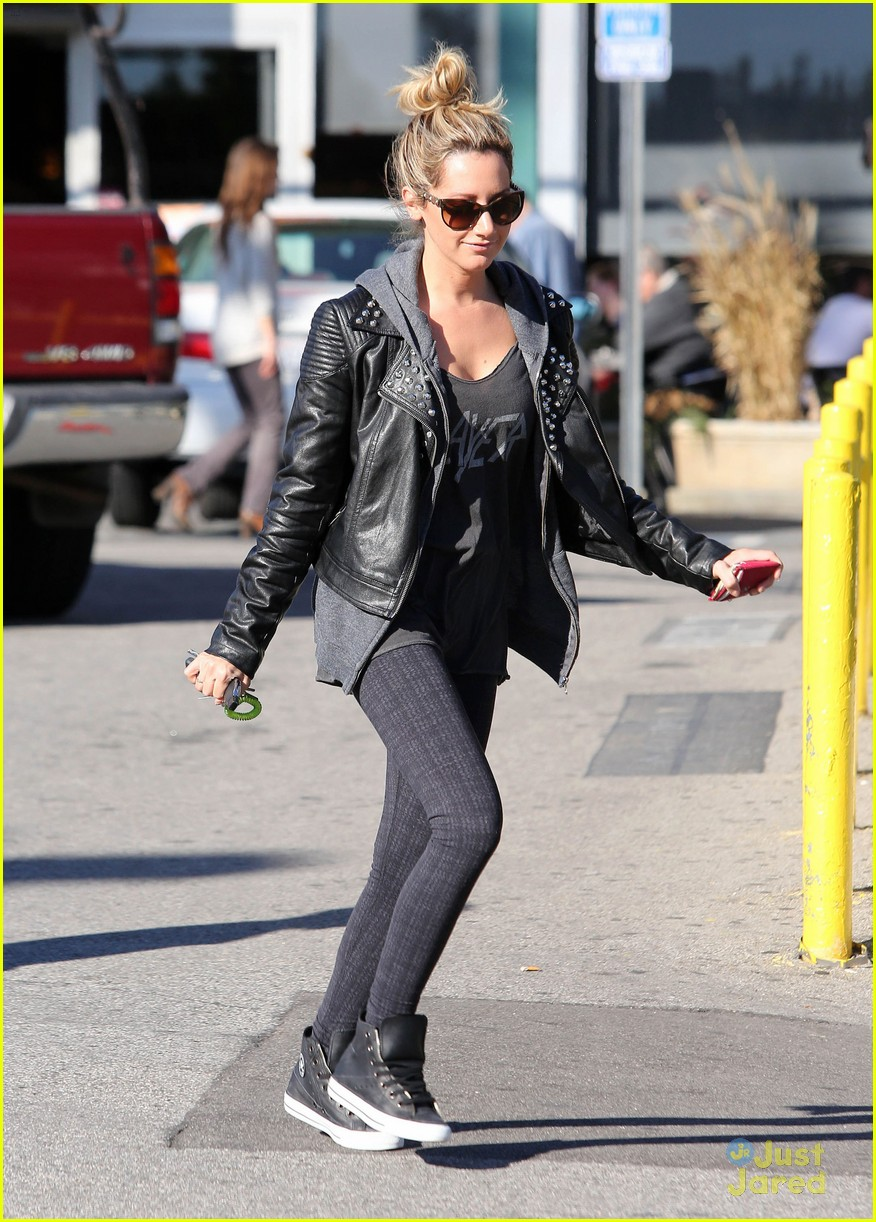 ashley tisdale chris french whole foods 09