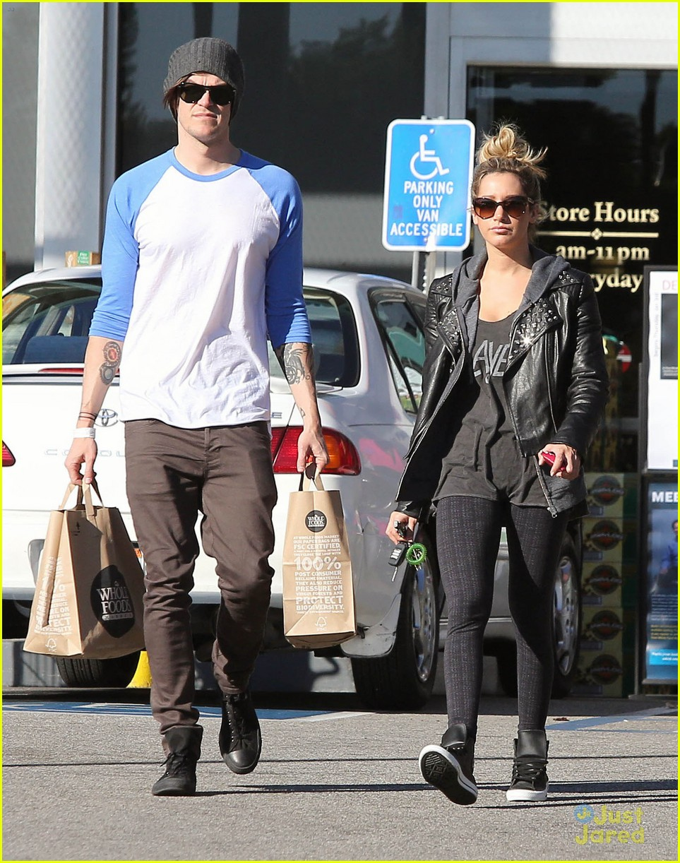 ashley tisdale chris french whole foods 14