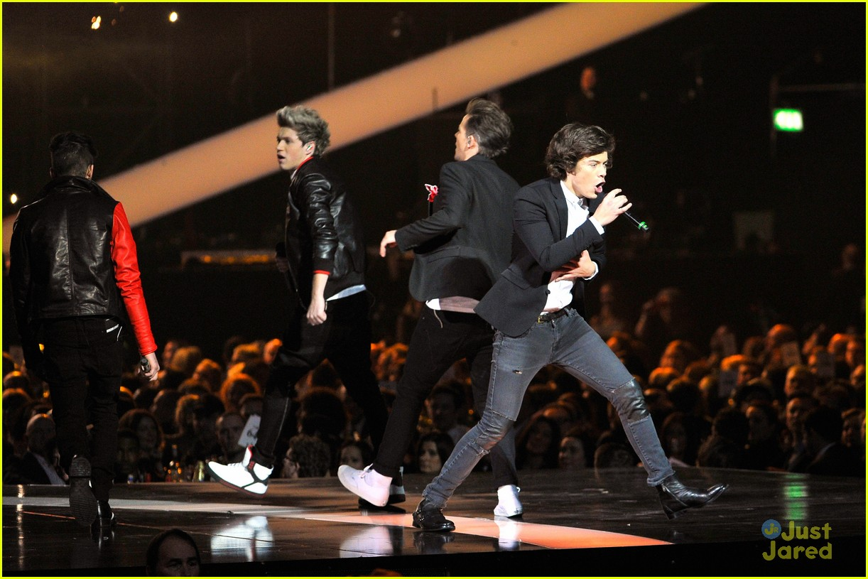 one direction brit awards performance 12