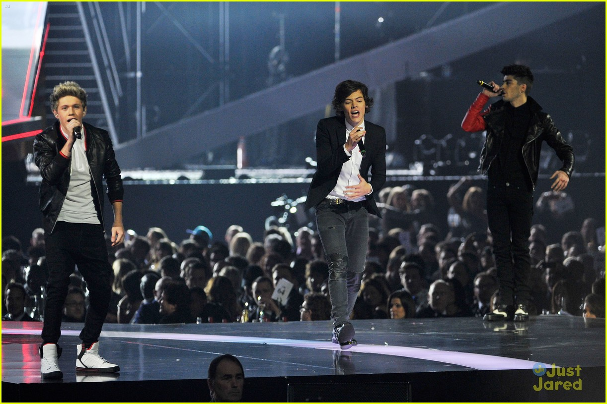 one direction brit awards performance 15