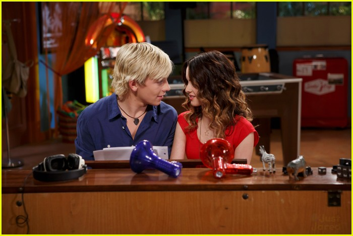 Ross Lynch & Laura Marano: Things Get 'Complicated' on