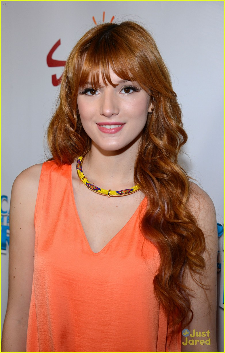 bella thorne escape earth premiere 09