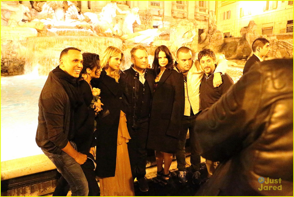 ashley benson vanessa hudgens rome tourists 05