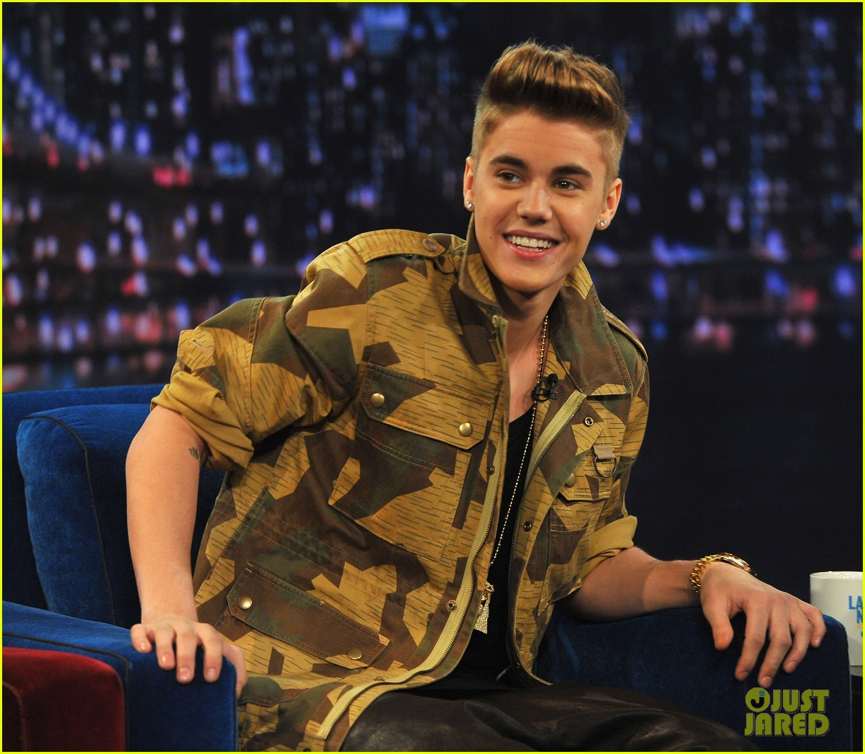 justin bieber late night appearance abs 06