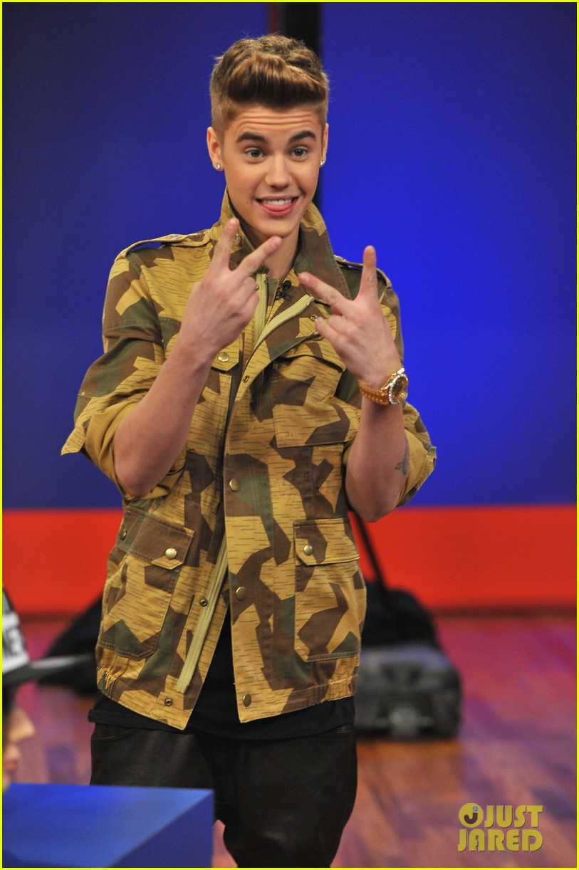 justin bieber late night appearance abs 13