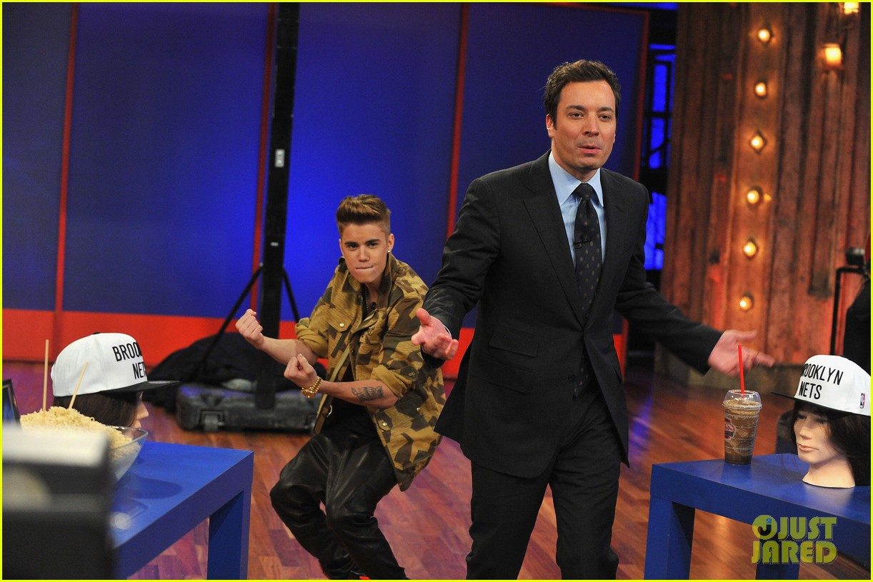 justin bieber late night appearance abs 23