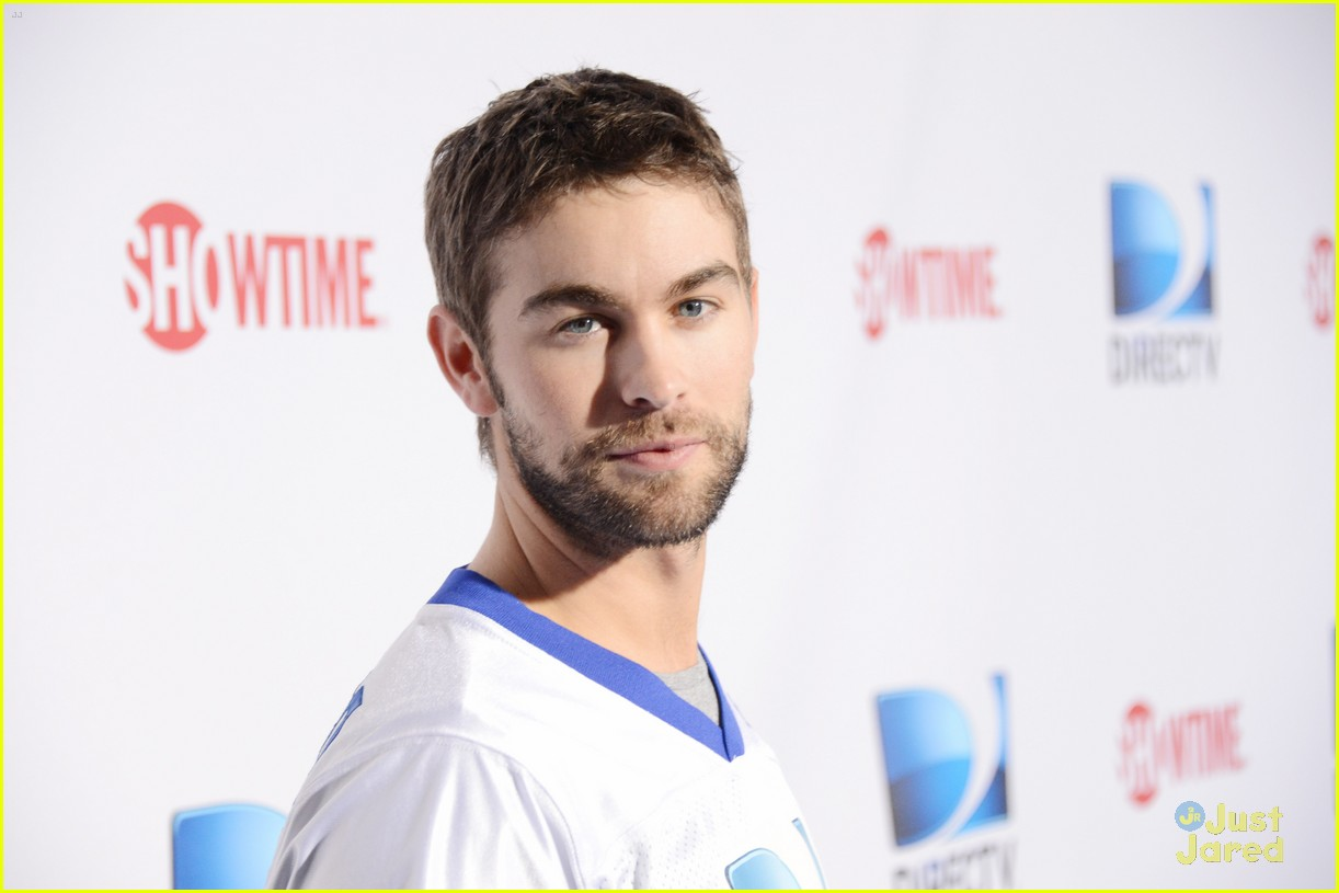 chace crawford super bowl saturday night 06