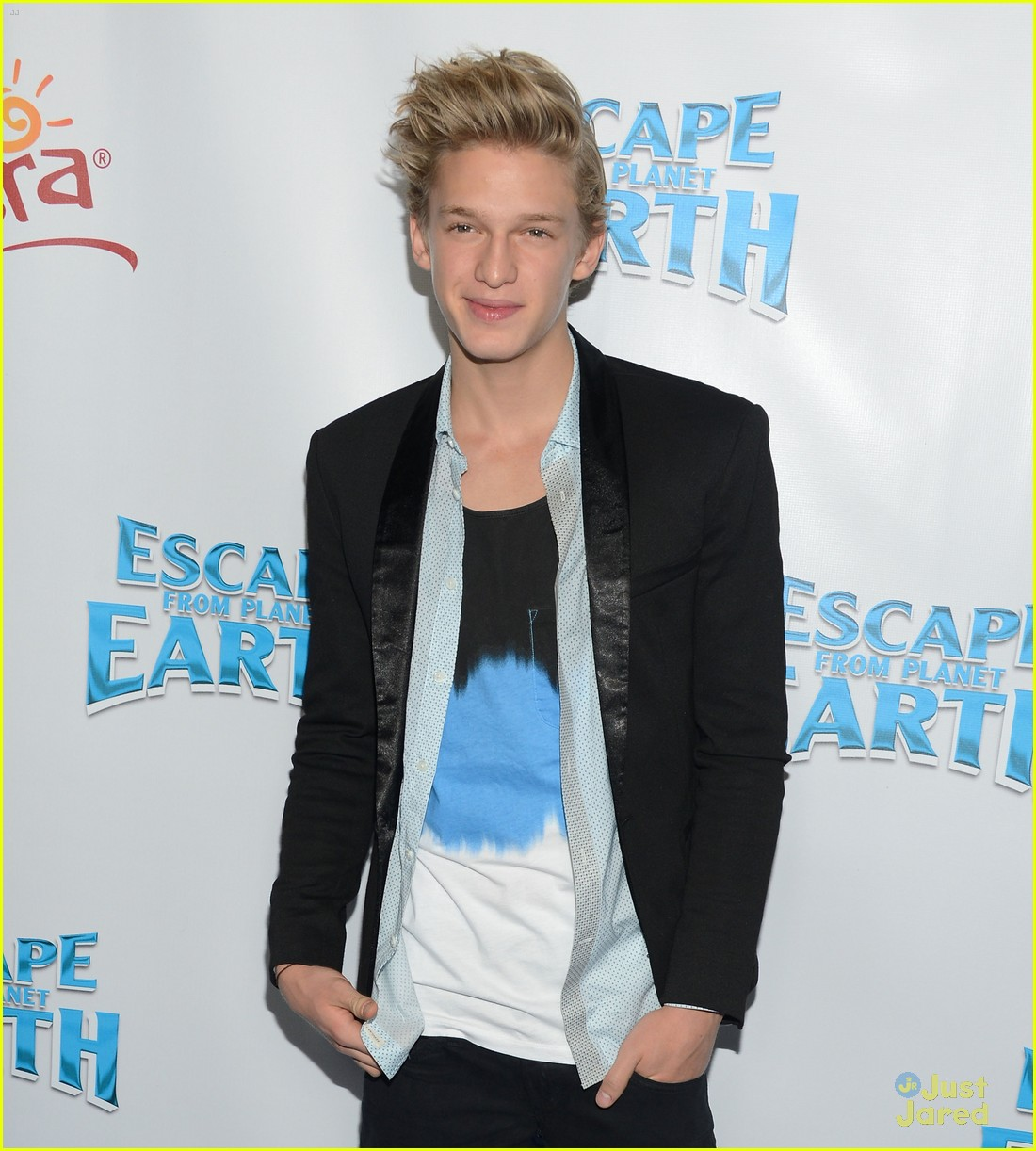 cody simpson escape earth premiere 01