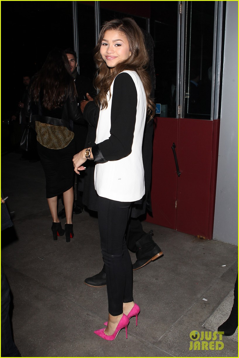 zendaya coleman family friends night out 01
