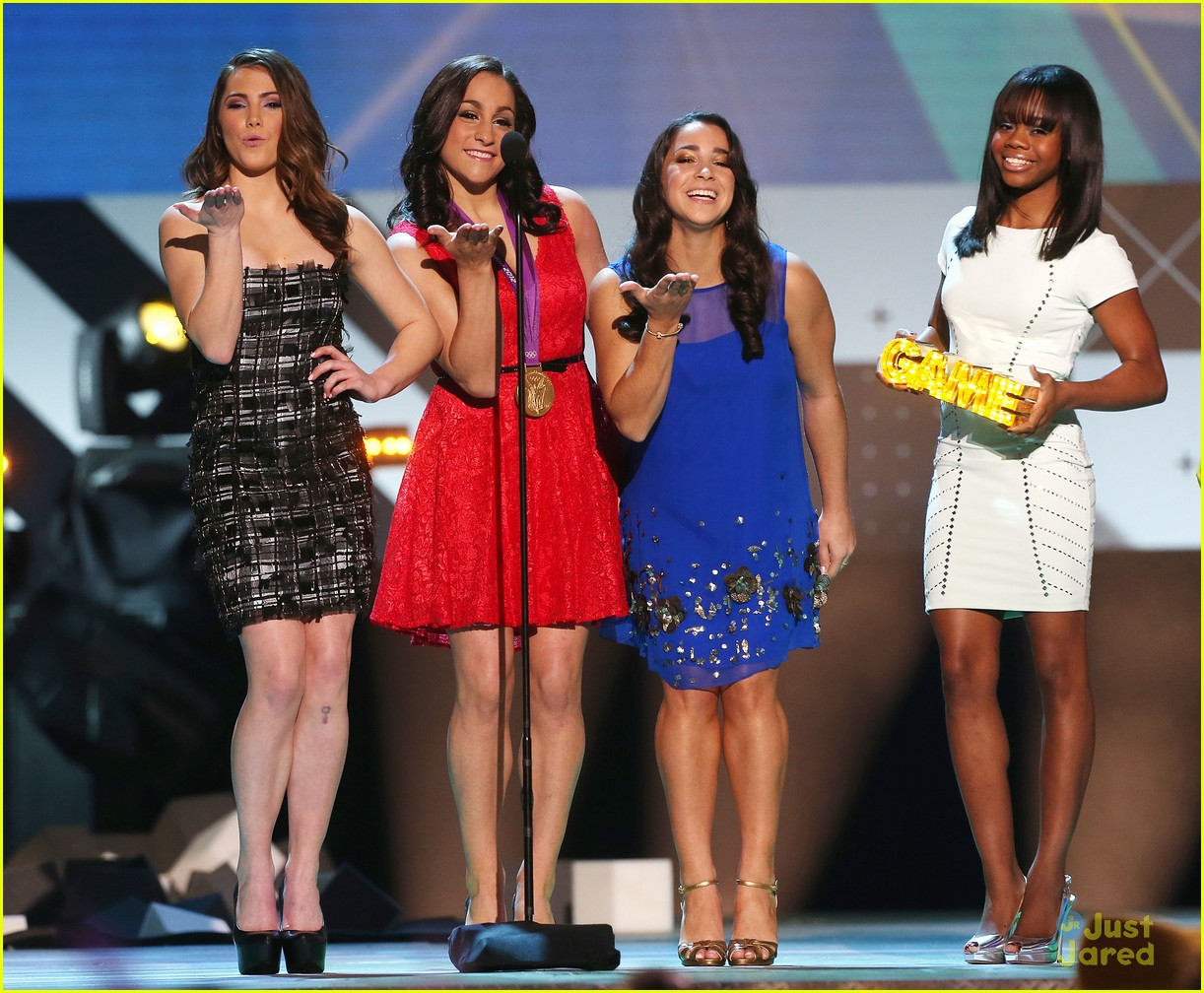 gabby douglas mckayla maroney aly raisman hall game awards 01