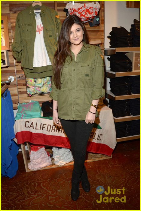 kendall kylie jenner pacsun line debut 04