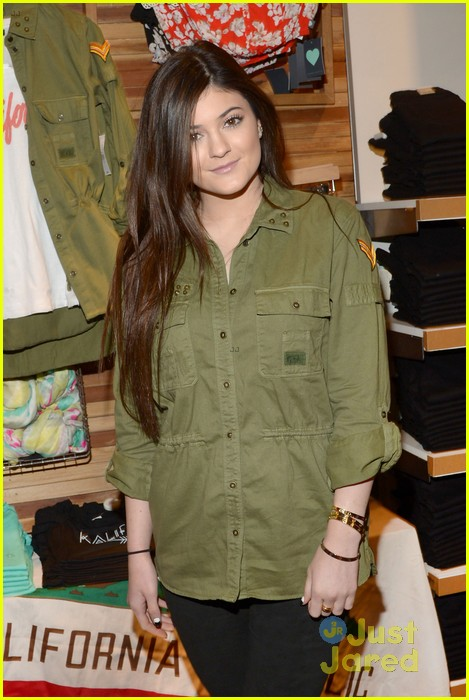 kendall kylie jenner pacsun line debut 50