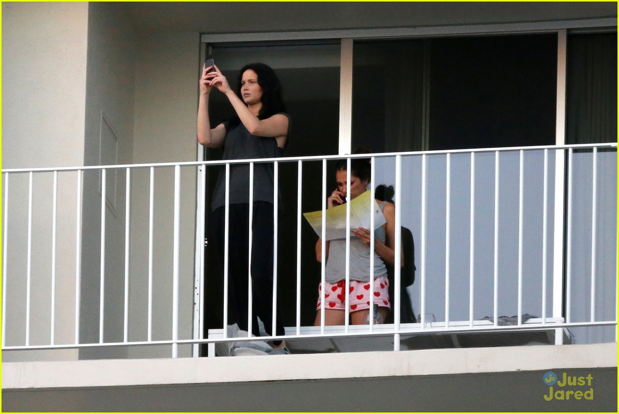 jennifer lawrence balcony view 02