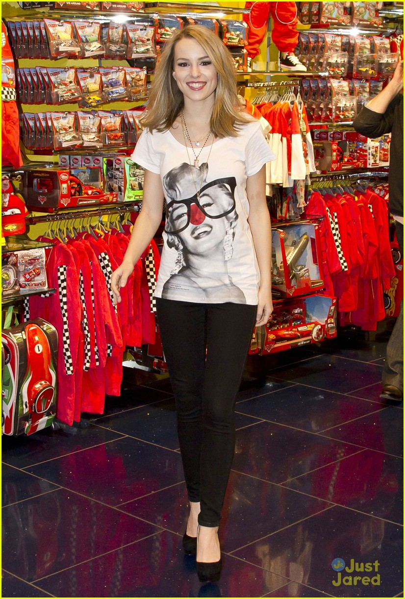 bridgit mendler comic relief disney 01