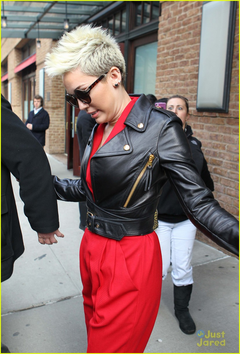 miley cyrus red suit nyc 02