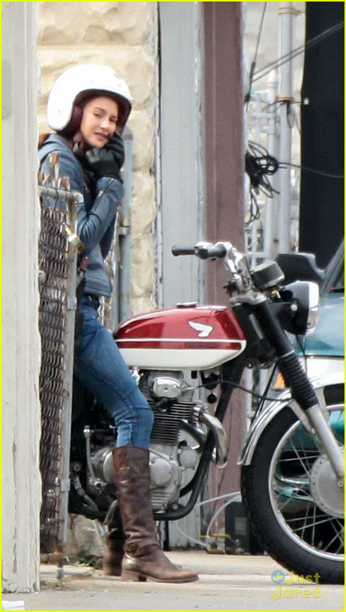 shailene woodley andrew garfield cycle spiderman 04
