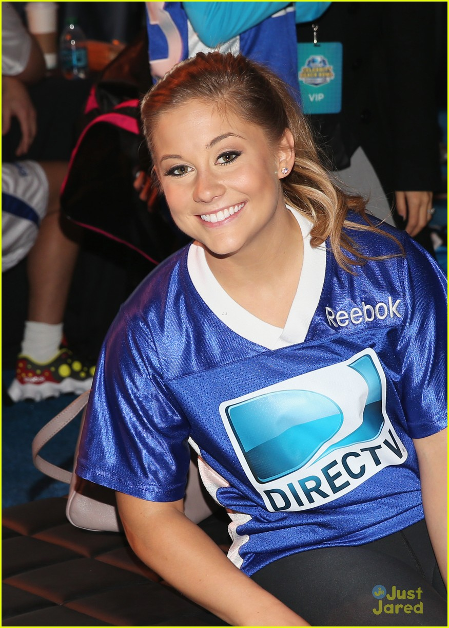 shawn johnson directv celeb bowl 17