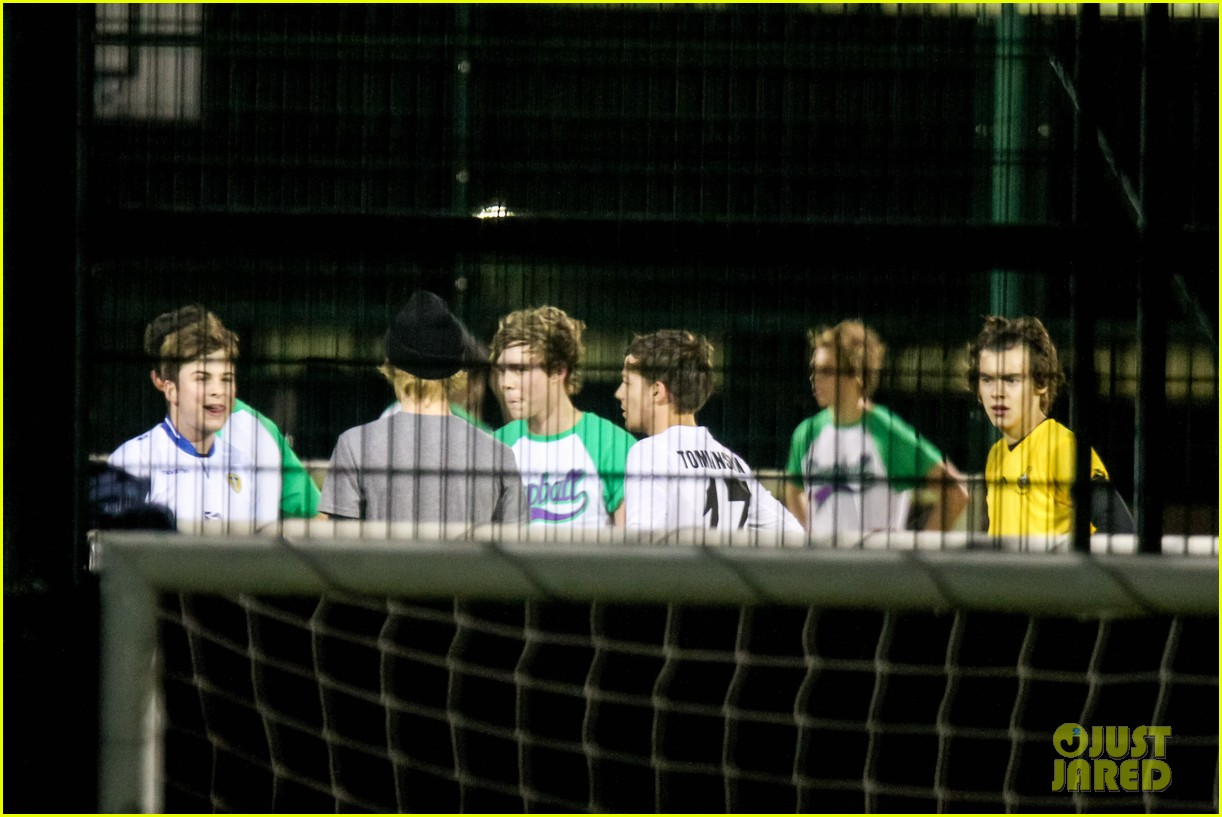 harry styles louis tomlinson soccer guys 10